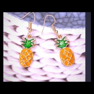 Jewelry - 🍍2/$10🍍Beautiful pineapple earrings NWOT